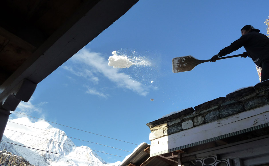 Snow clearing Manang